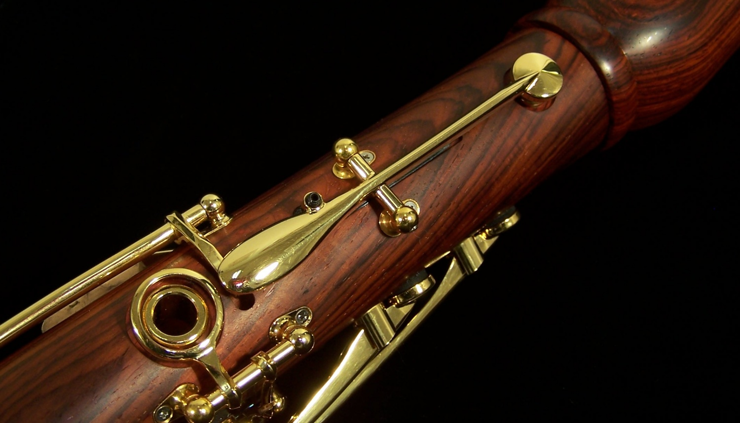 Alto Clarinet The Alto Clarinet is a larger clarinet in Eflat pitched a major sixth below the written notes Traditionally this has been the instrument used in the